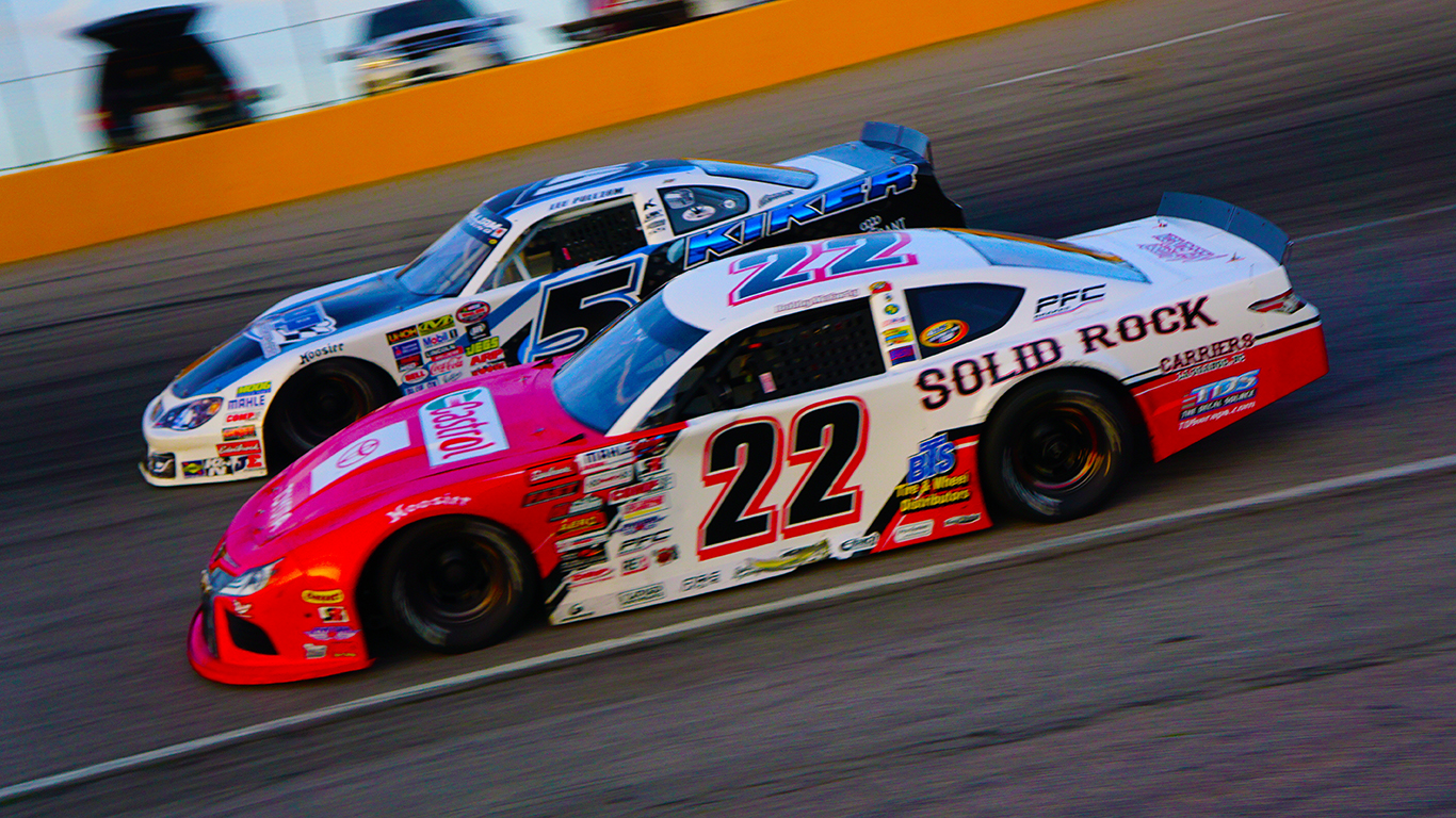 Bobby McCarty 22 Lee Pulliam 5 battle for lead at SNMP Andy Newsome photo